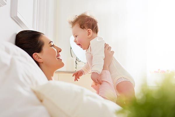 mama i beba na porodiljskom bolovanju