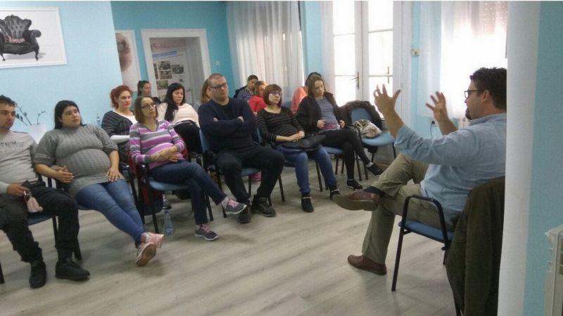 dr Goli Andor predaje u školi za trudnice Anahitas Subotica