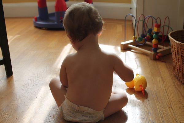 baba játékkal fejleszti a mozgást